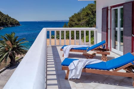 Luxury Villa, Hvar, On Its own bay - フヴァル島