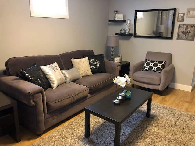 Cute & Cozy 2 Bedroom Home by Prairieland Park