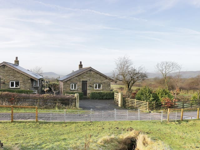 BRIDGE END, with open fire in Downham, Ref 971349