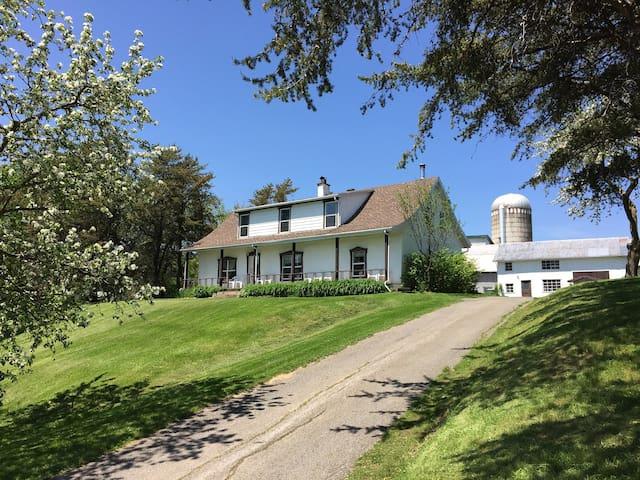 8 bedroom farmhouse Mont Ste Anne - Saint-Joachim - Casa