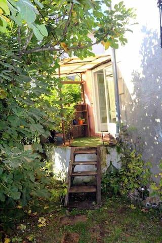 Studio 30m2 dans le jardin d'une maison à Figeac