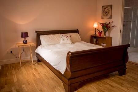 Hollybank House, Ensuite, Spacious Double Room