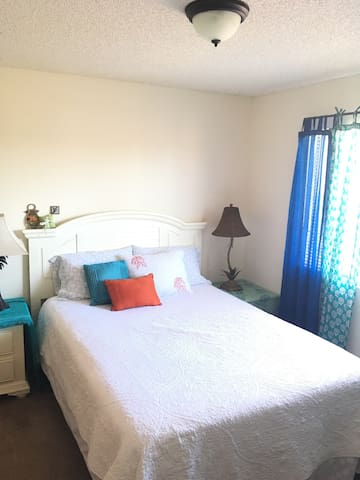 Private Room in a Coastal Town - Grover Beach - Apartamento