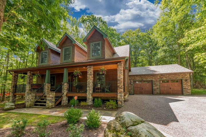 Lake Access w/Dock Slip, Fire Pit, Hot Tub & Access to Community Indoor Pool!
