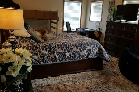 Comfy Private Room sleeps 4 - Rosemount - Haus
