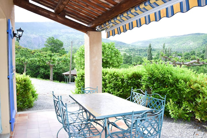 Apartment with 2 bedrooms in La Roche-sur-le-Buis, with wonderful mountain view, shared pool, furnished garden