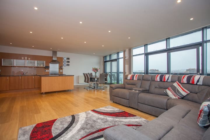 Stylish apartment close to Hydro, Finnieston.