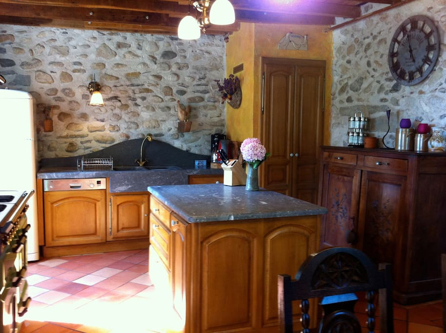 Large well equipped kitchen with range master cooker