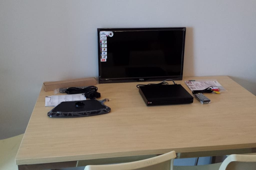 Flat TV & dining table