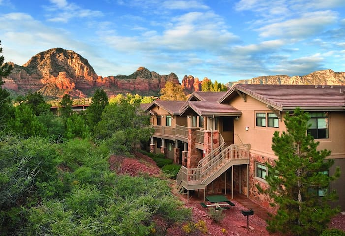1BR resort w/ breathtaking views of the mountains