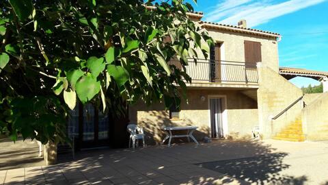 Appartement dans grande maison provençale