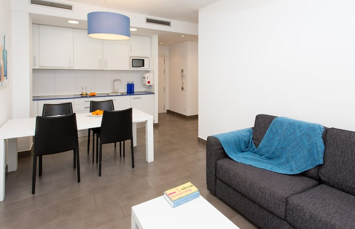 Private Studio Steps From Subway Station in BCN Center