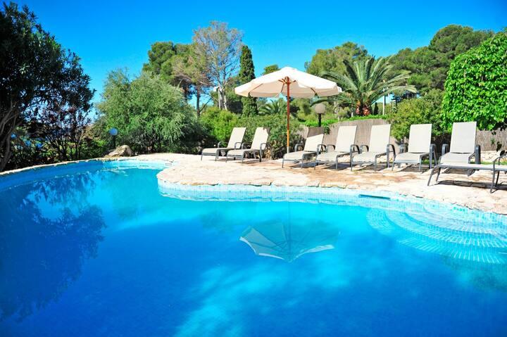 Villa con piscina en Costa de los Pinos