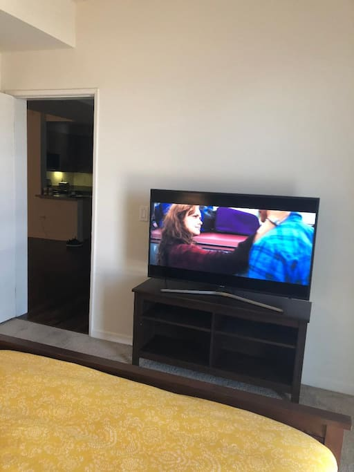 """4K resolution 50"""" Smart Tv equipped with a Netflix, Hulu Etc. (WiFi included)"""