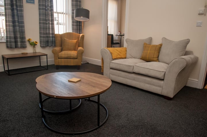 Marjies Place, couples getaway in heart of Whitby!