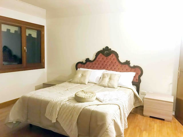 """""""Rose Apartment-Room1"""" canal view, San Marco &LIFT"""