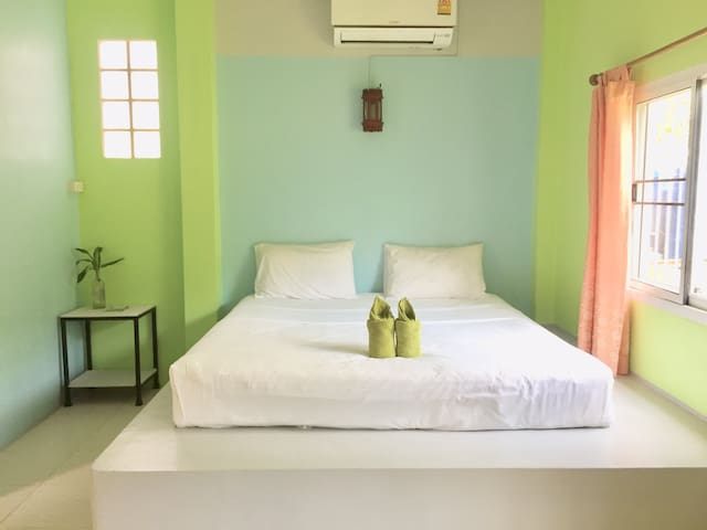 Private room 300 meters walk to the beach +pier