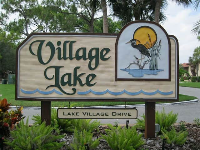 Lovely 2 Bed 2 Bathroom Condo in a quiet lush area overlooking a lake