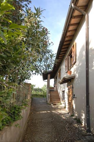 Delizioso appartamento di campagna con giardino. - Spoleto - Wohnung