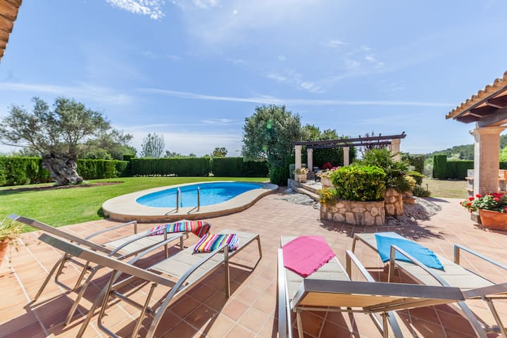 Luxury Villa Tia with Huge Gardens and Excellent Holidays