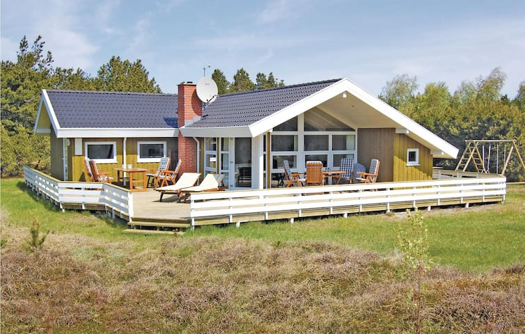 Holiday cottage with 3 bedrooms on 92m² in Rømø