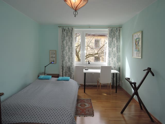 Quiet, centrally located, cosy room - Múnich - Bed & Breakfast