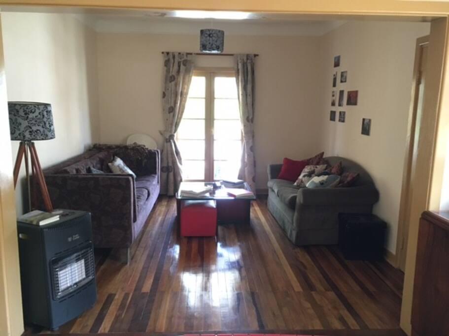 Living room, access door to balcony