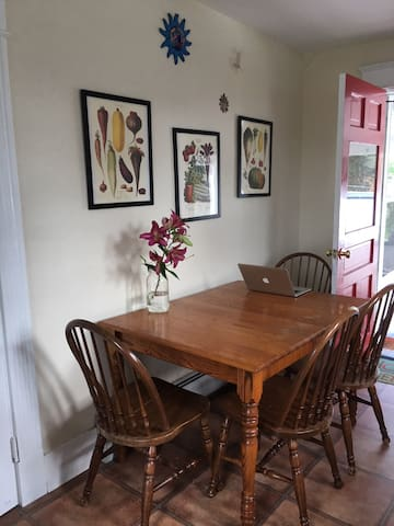 Great location 2 bedroom with private porch