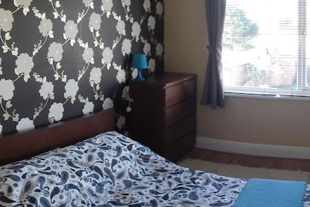 Double Room close to Airport - Southend-on-Sea - Penzion (B&B)