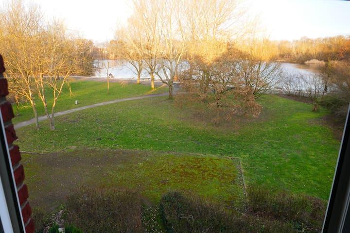 Seeblick in bester Lage am Stadtpark von Garbsen.