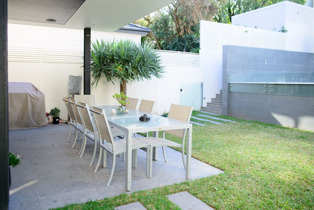Outdoor entertaining area and gas bbq