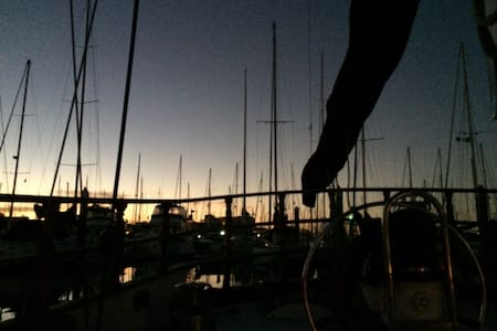 Romantic Night on a Boat + Diner - Alameda
