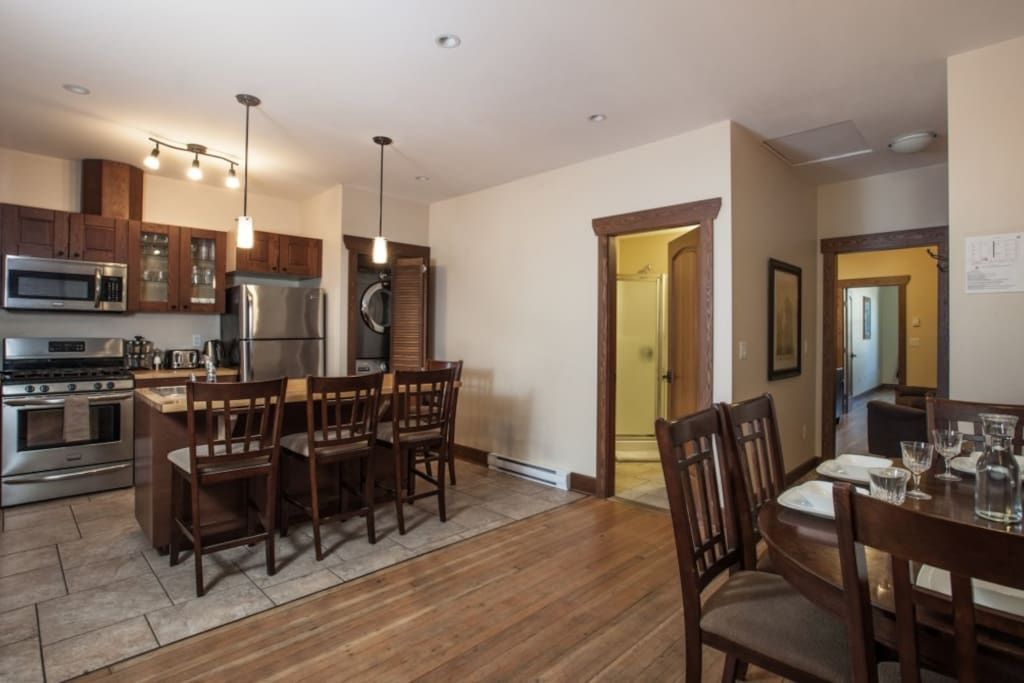 Grizzly Den - Open Kitchen / Dining Room