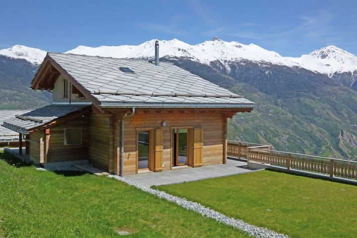 Mountain-View Chalet in Hérémence with Terrace