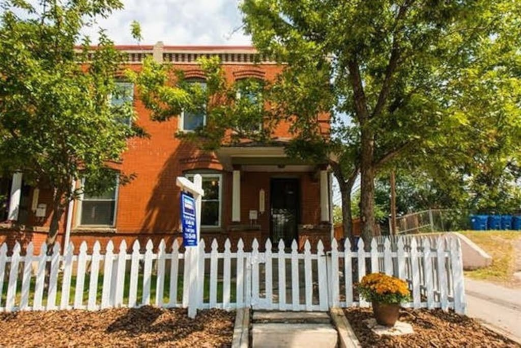Charming row home built in 1910 and remodled