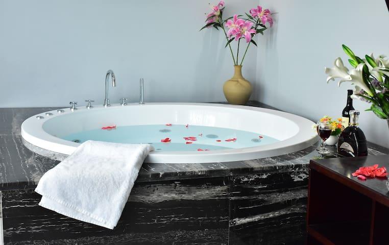 丽江束河雪山观景别墅超大浴缸豪华套房(3晚接机)