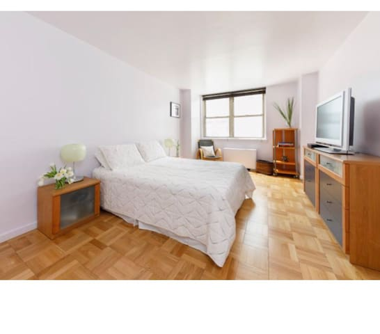 Private LARGE  bedroom in the ❤️ of NYC