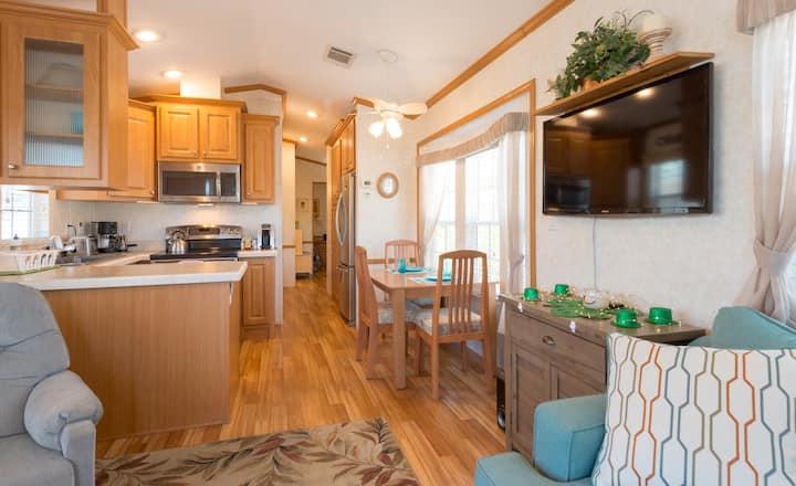 Jubilee Cottage 2 bedroom sleeps 3 near Disney