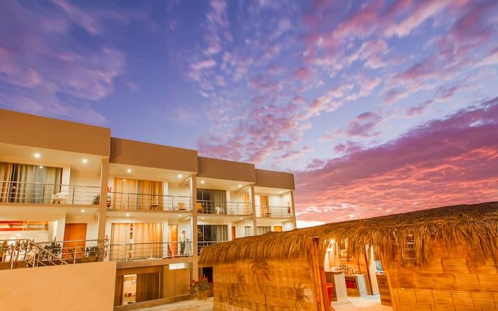 El Hueco Villas, Surf House