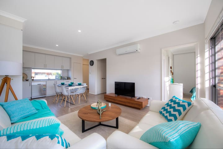 Perth Luxury 2x2Condo WIFI+Netflix+Airport+Parking