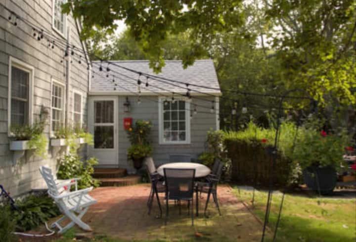Shelter Island House-Cottage Green