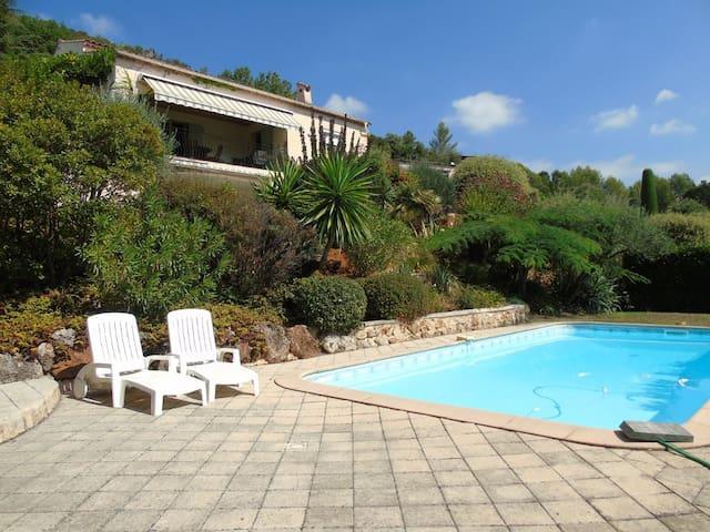 Appartement 3P dans villa avec piscine privée - Montauroux - Byt