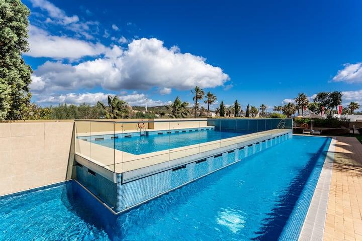 Apartamento de lujo con acceso a piscinas y Marina