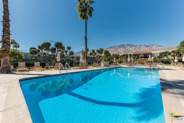 Family condo minutes from downtown Palm Springs