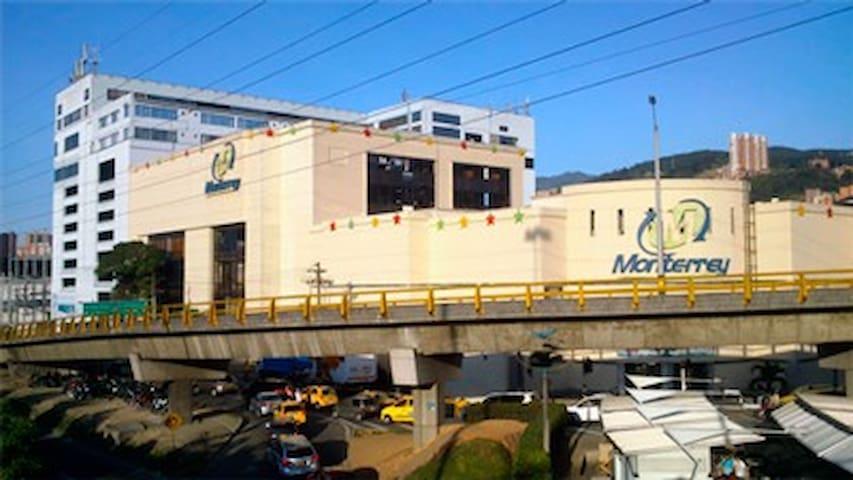 Centro Comercial Monterrey (Comercio de Tecnología) ubicado a 2.5 km de distancia.