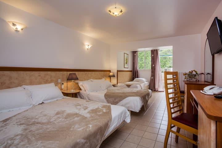chambre triple dans hôtel de charme