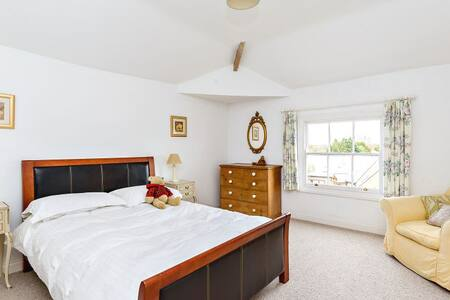 Large double room in Georgian home - Kirby Muxloe - Bed & Breakfast