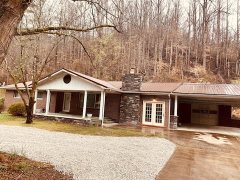 4 bedroom house with direct trail access