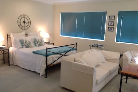 Gold Coast Escape - Runaway Bay - Bed & Breakfast