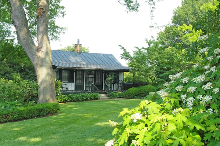 Longfield Cottage in Famous Ky Garden